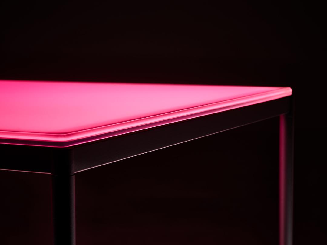 aicci-t1-poydan-valaiseva-lasikansi-punainen-valo
